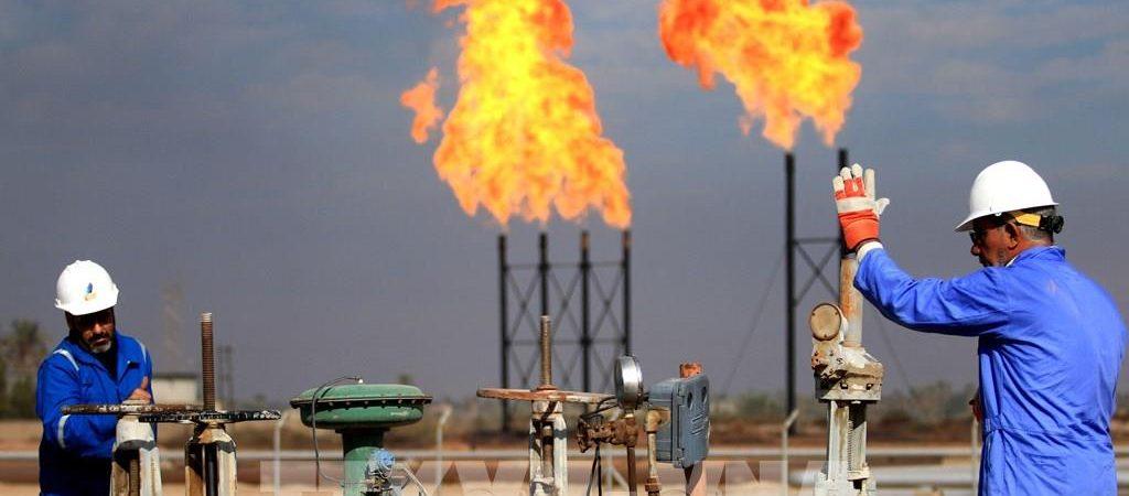 Nhiều nước tái phong tỏa giá dầu mỏ tiếp tục lao dốc
